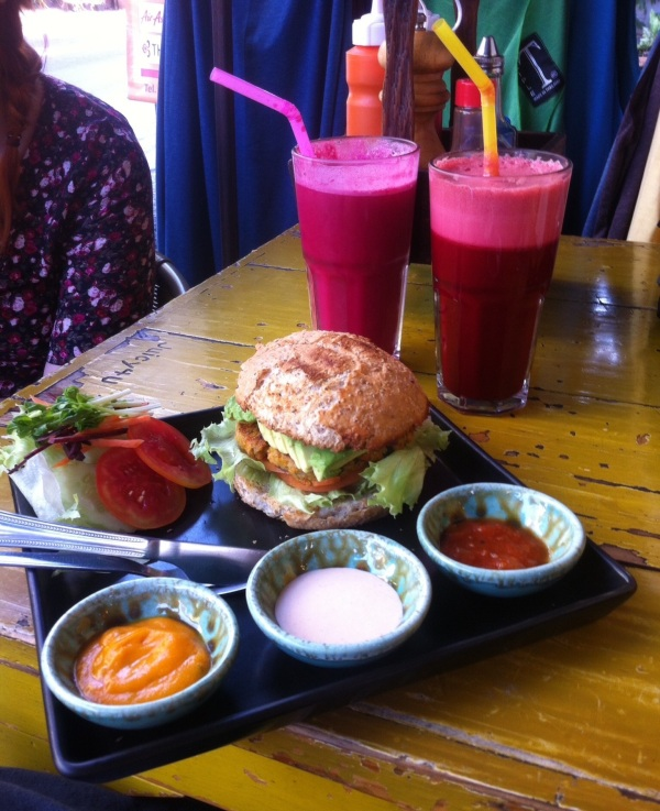 Veggie burger and beetroot-mix juice
