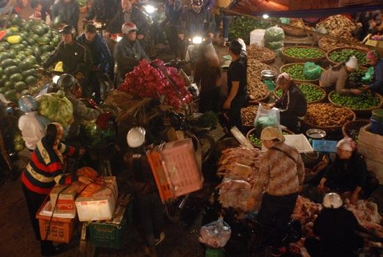 Long Bien Market copyright Travelfish