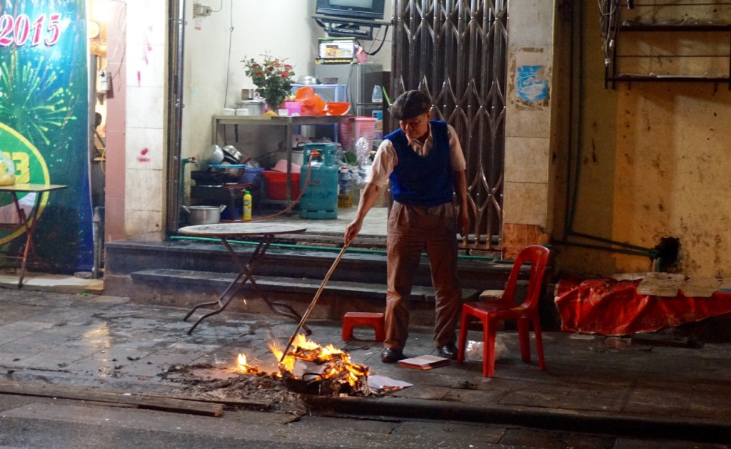 Hanoi Tet fire offerings