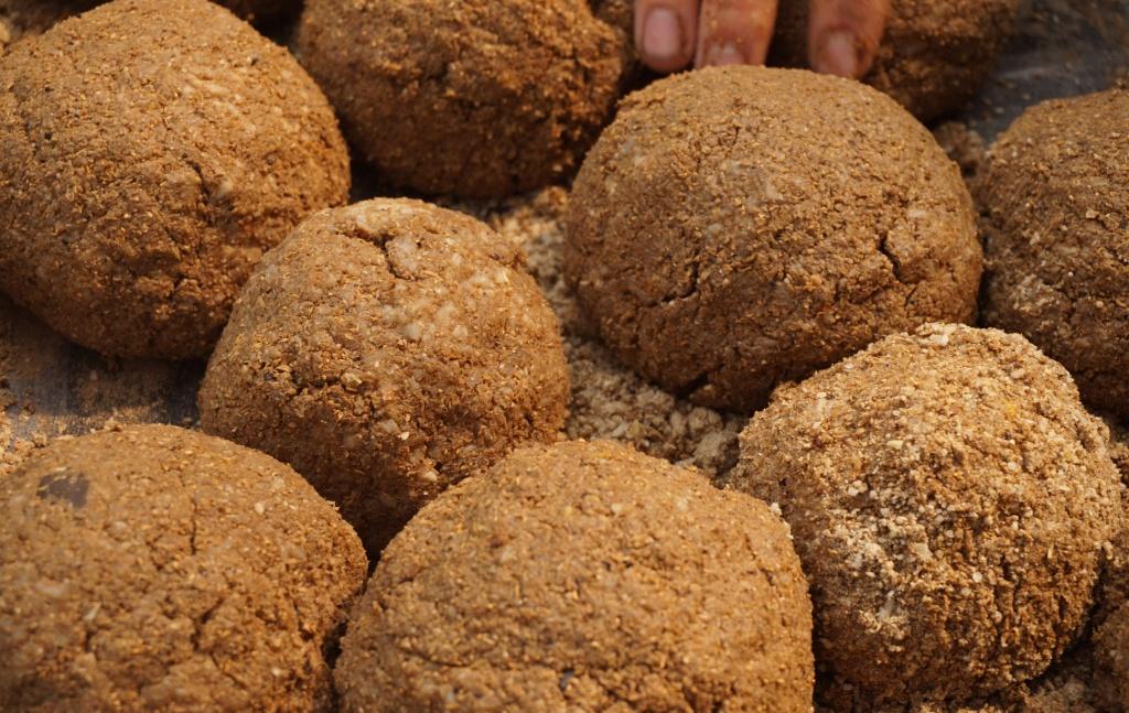 Sticky rice balls