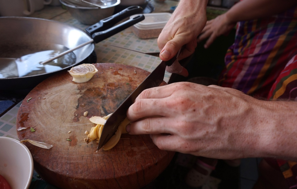 Vegan cooking class On - knife